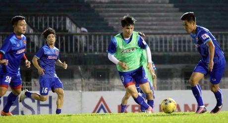 Thay tro HLV Huu Thang hung khoi tap buoi dau tai Myanmar - Anh 4