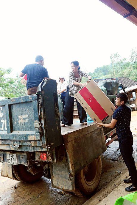 Viet Huong cung chong tang ao am cho tre em vung cao - Anh 4