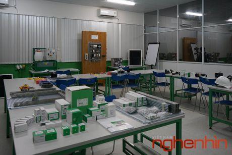 Schneider Electric mo 'Phong thuc hanh dien' tai Tp.HCM - Anh 1