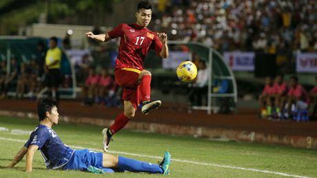 Doi tuyen Viet Nam hung huc khi the len duong sang Myanmar - Anh 1