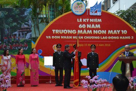 Truong Mam non May 10 duoc tang Huan chuong Lao dong Hang Ba - Anh 1