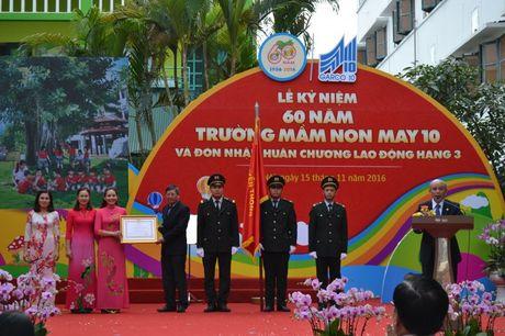 Truong Mam non May 10 duoc tang Huan chuong Lao dong Hang Ba - Anh 3