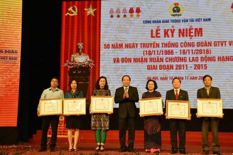Cong doan GTVT Viet Nam don nhan Huan chuong Lao dong Hang Nhi - Anh 5
