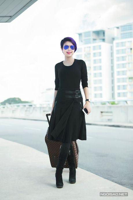 My nhan Viet 'bien' san bay thanh san catwalk - Anh 11
