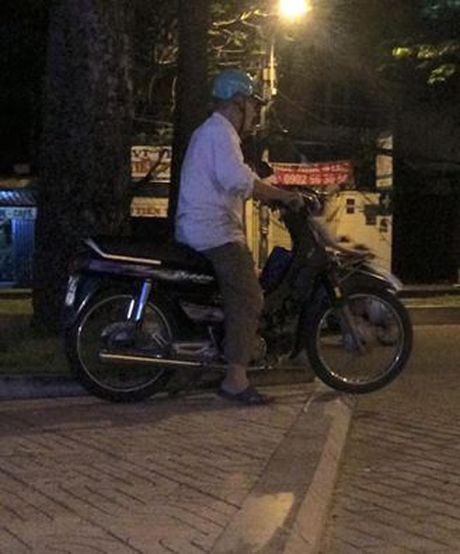 Cau chuyen buon ve bac xe om gia phai nan ni khach de duoc di thay GrabBike - Anh 2