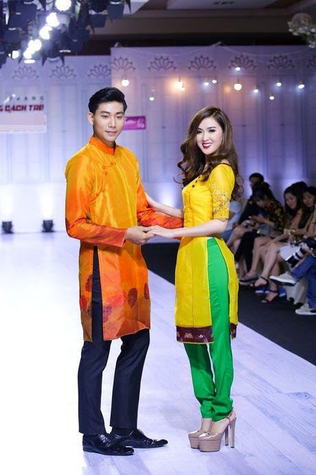 Ngoc Loan - Bao Ngoc: Dien ao dai thuot tha 'chat chem' vedette Le Hang - Anh 2