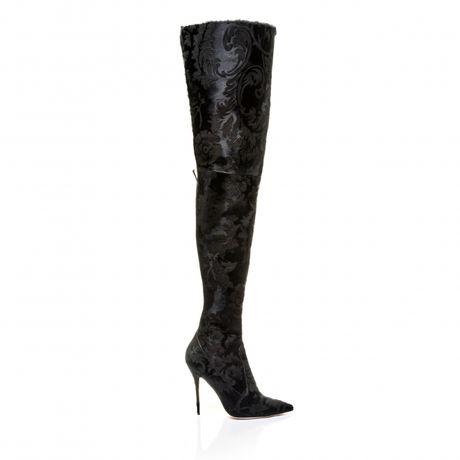 Rihanna tiep tuc 'bat tay' Manolo Blahnik tung BST Boots cho mua mot nay - Anh 3