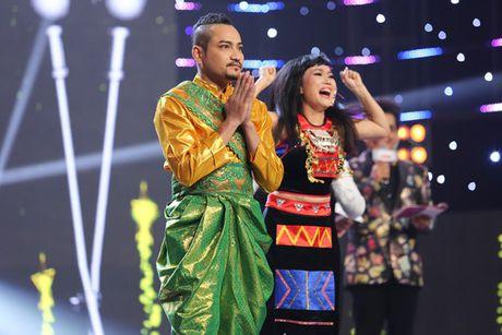 Dam Vinh Hung bat khoc khi hoc tro dang quang Tuyet dinh song ca - Anh 1
