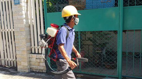Phun hoa chat diet muoi phong sot xuat huyet, Zika chua dung - Anh 1