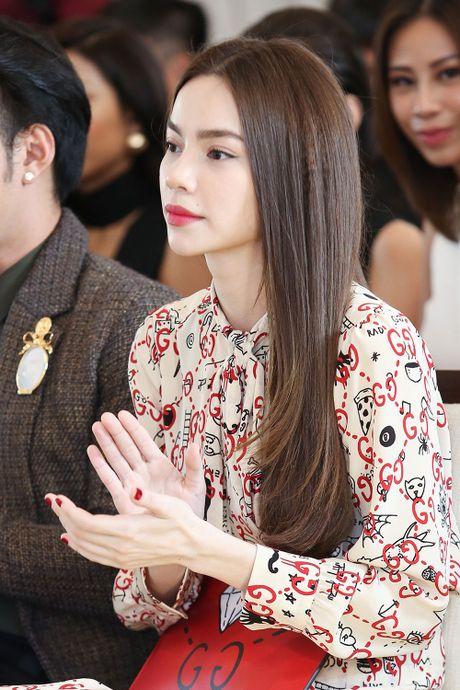 Thay tro Ho Ngoc Ha mung Lan Khue len chuc giam doc - Anh 3