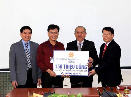 Hoi dong Chuc danh Giao su Nha nuoc ho tro cac truong hoc vung lu lut - Anh 1