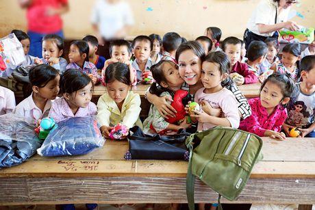 Viet Huong dan con gai vuot rung nui di tu thien  - Anh 11