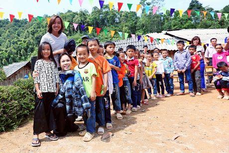 Viet Huong dan con gai vuot rung nui di tu thien  - Anh 3