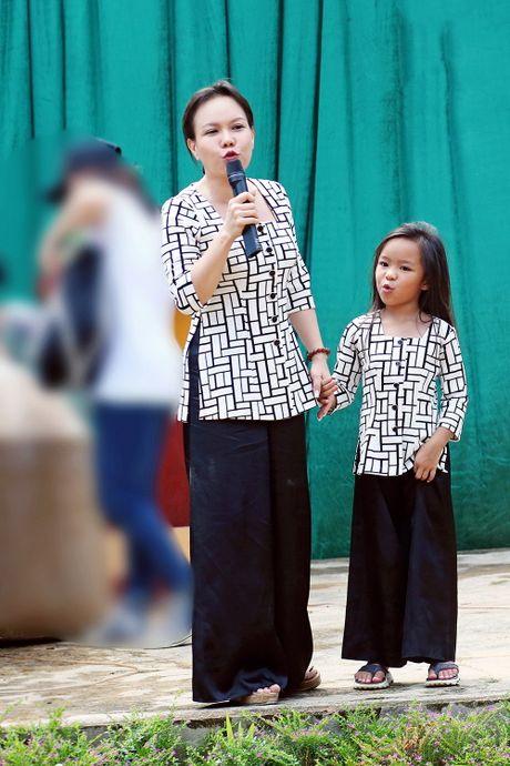 Viet Huong dan con gai vuot rung nui di tu thien  - Anh 4