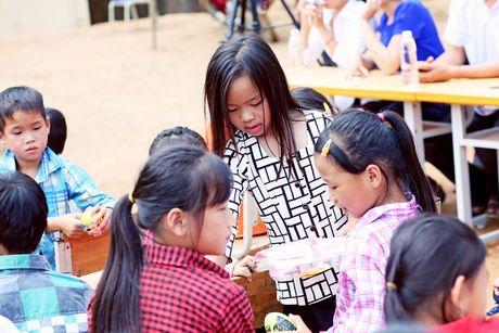 Viet Huong dan con gai vuot rung nui di tu thien  - Anh 5