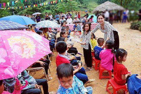Viet Huong dan con gai vuot rung nui di tu thien  - Anh 6
