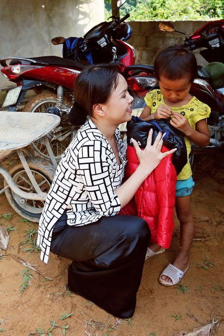 Viet Huong dan con gai vuot rung nui di tu thien  - Anh 7