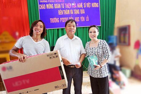 Viet Huong dan con gai vuot rung nui di tu thien  - Anh 8