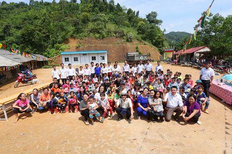 Viet Huong dan con gai vuot rung nui di tu thien  - Anh 9