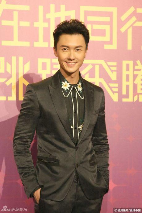 Dan dien vien tre TVB dien mot goi cam tren tham do - Anh 13
