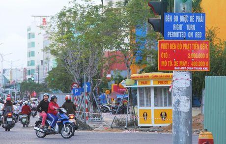 Da Nang 'bao gia' muc phat tren duong canh bao tai xe - Anh 1