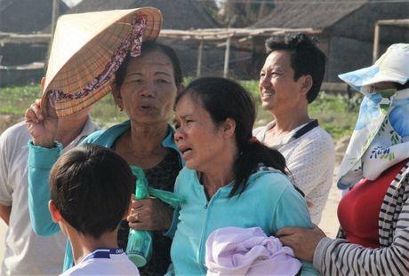 Quang Nam: Lat thuyen thung, mot ngu dan mat tich - Anh 1