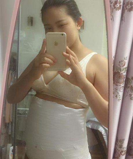 Duoc chong dai gia yeu chieu, Phan Nhu Thao khong lo giau ngoai hinh qua kho sau sinh - Anh 3
