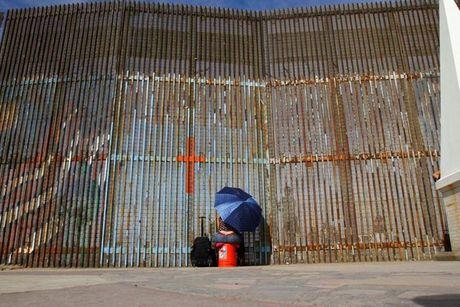 Giac mong My cua nguoi Mexico co tan thanh may khoi vi ong Trump? - Anh 1