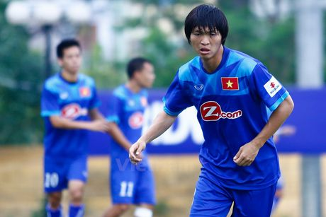 Tuan Anh doi dien nguy co khong duoc ra san trong tran gap Myanmar - Anh 1