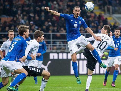 Joachim Low danh gia tran cau voi Italy la 'Mot tran chien du doi' - Anh 1