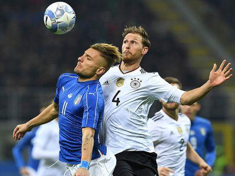 Joachim Low danh gia tran cau voi Italy la 'Mot tran chien du doi' - Anh 5