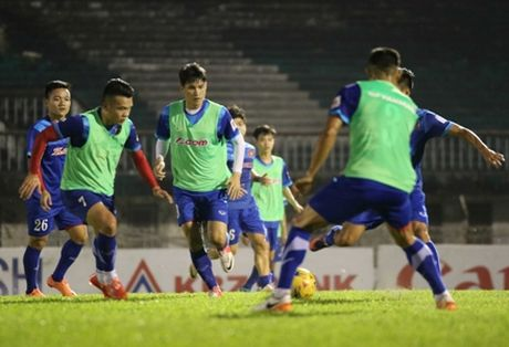 Chum anh: HLV Huu Thang 'lam xiec' voi bong tai Myanmar - Anh 7