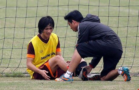 Tuan Anh chan thuong nang, HLV Huu Thang cho 'phep mau' - Anh 1