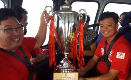 Tron goi dong hanh cung DT Viet Nam tai AFF Cup gia bao nhieu? - Anh 1
