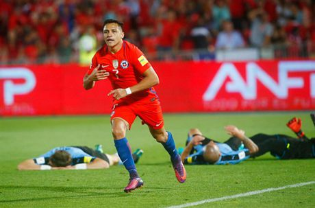 Sanchez lap cu dup, Chile nguoc dong nhan chim Uruguay - Anh 10