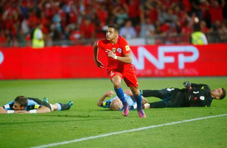 Sanchez lap cu dup, Chile nguoc dong nhan chim Uruguay - Anh 9