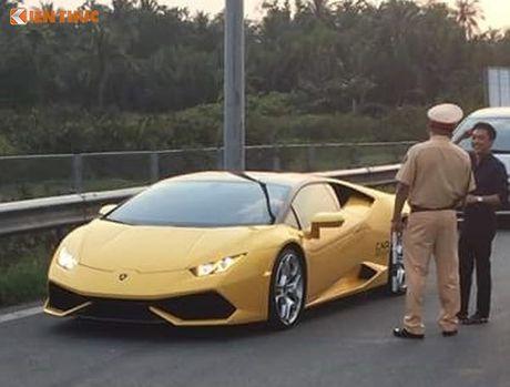 Sieu xe Huracan cua Cuong Do la bi CSGT 'tom song' - Anh 2