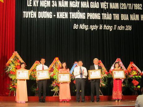 So GD&DT Da Nang tuyen duong, khen thuong phong trao thi dua nam hoc 2015 – 2016 - Anh 1