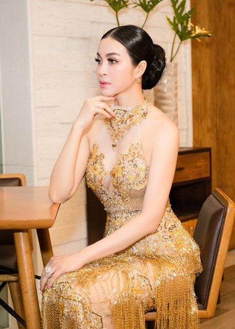 Thanh Mai mac vay tua rua dinh ket 3000 vien da pha le - Anh 1