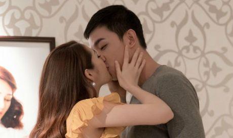 Bao Anh hon chay bong 'ban trai tin don' cua Angela Phuong Trinh - Anh 1