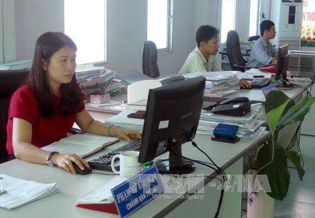 Quang Ninh yeu cau xu ly ho so thu tuc hanh chinh qua mang - Anh 1