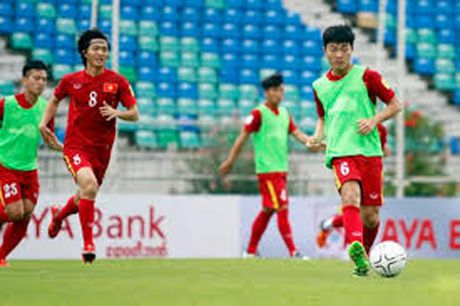 AFF CUP: Tuyen Viet Nam hai long voi noi dong quan - Anh 1
