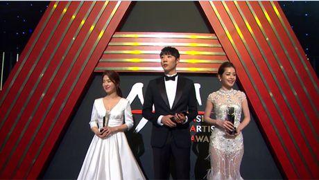 Chi Pu rang ro hon ca Park Shin Hye - Anh 1