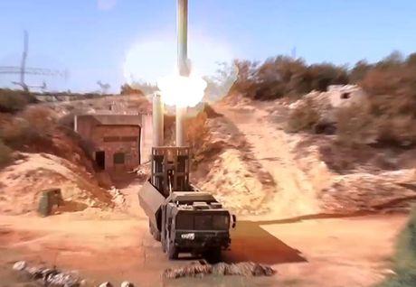 BQP Nga cong bo clip su dung 'vu khi moi' tan cong khung bo o Syria - Anh 1