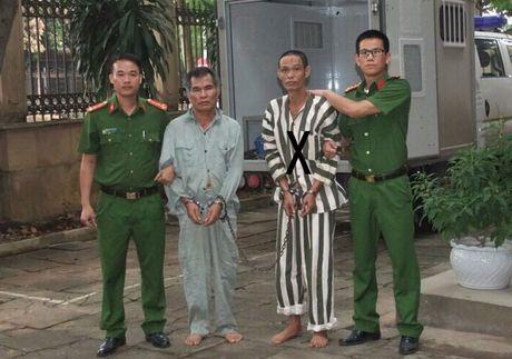 Noi long nguoi dan ba 25 nam song cung ke sat nhan - Anh 1
