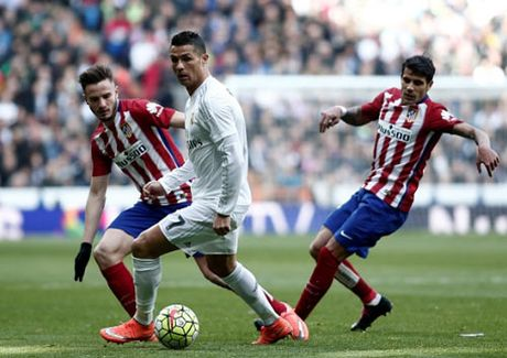 Doi hinh SAO derby Madrid: Khong co cho cho Ronaldo - Anh 1
