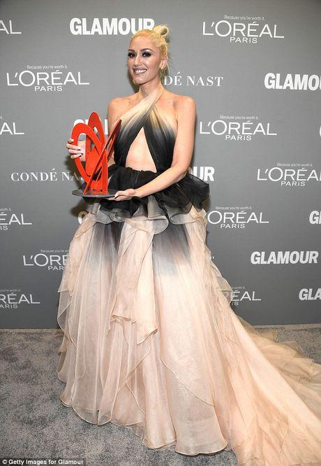 Gwen Stefani lung tran quyen ru trong tiec cua Glamour - Anh 11