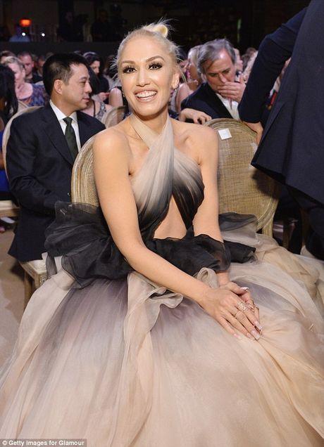 Gwen Stefani lung tran quyen ru trong tiec cua Glamour - Anh 8