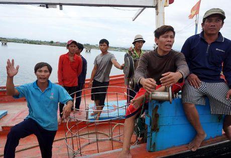 Ngu dan to bi tau hai canh Trung Quoc dam o Hoang Sa - Anh 3