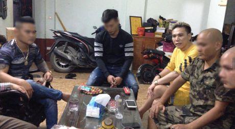 So dai ca giang ho, thanh nien tu Bac Ninh len Ha Noi xin loi ca si Chau Viet Cuong - Anh 1